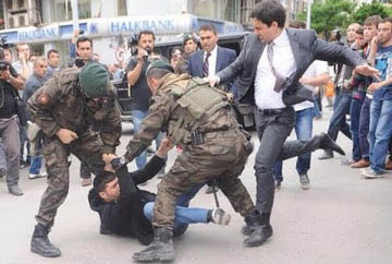 How politicians treat voters in Turkey
