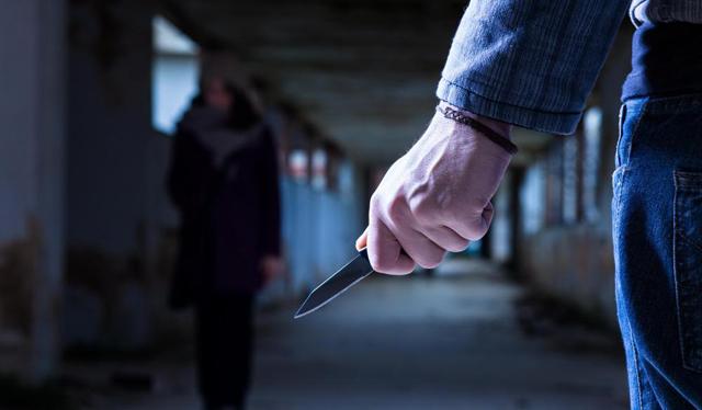 eu criminal-with-knife-waits-for-woman