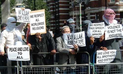 The group of peaceful Muslims