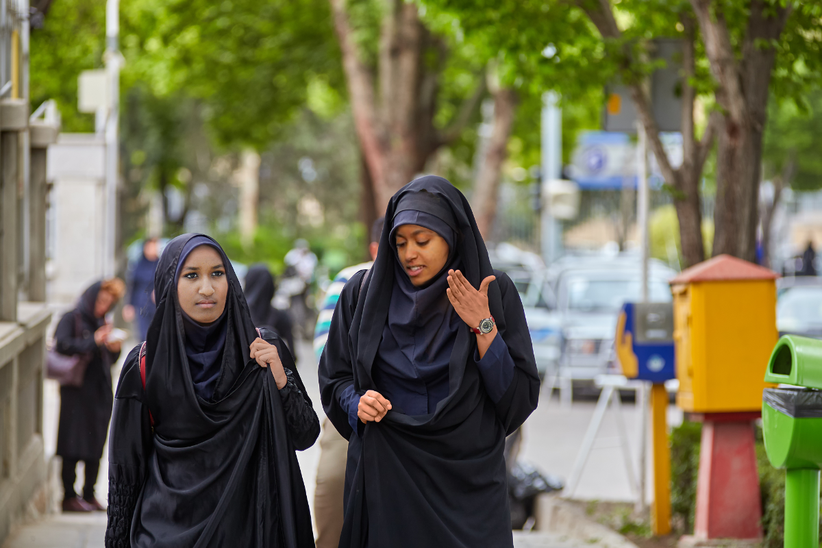 Malia and Sasha Obama in Isfahan, Iran