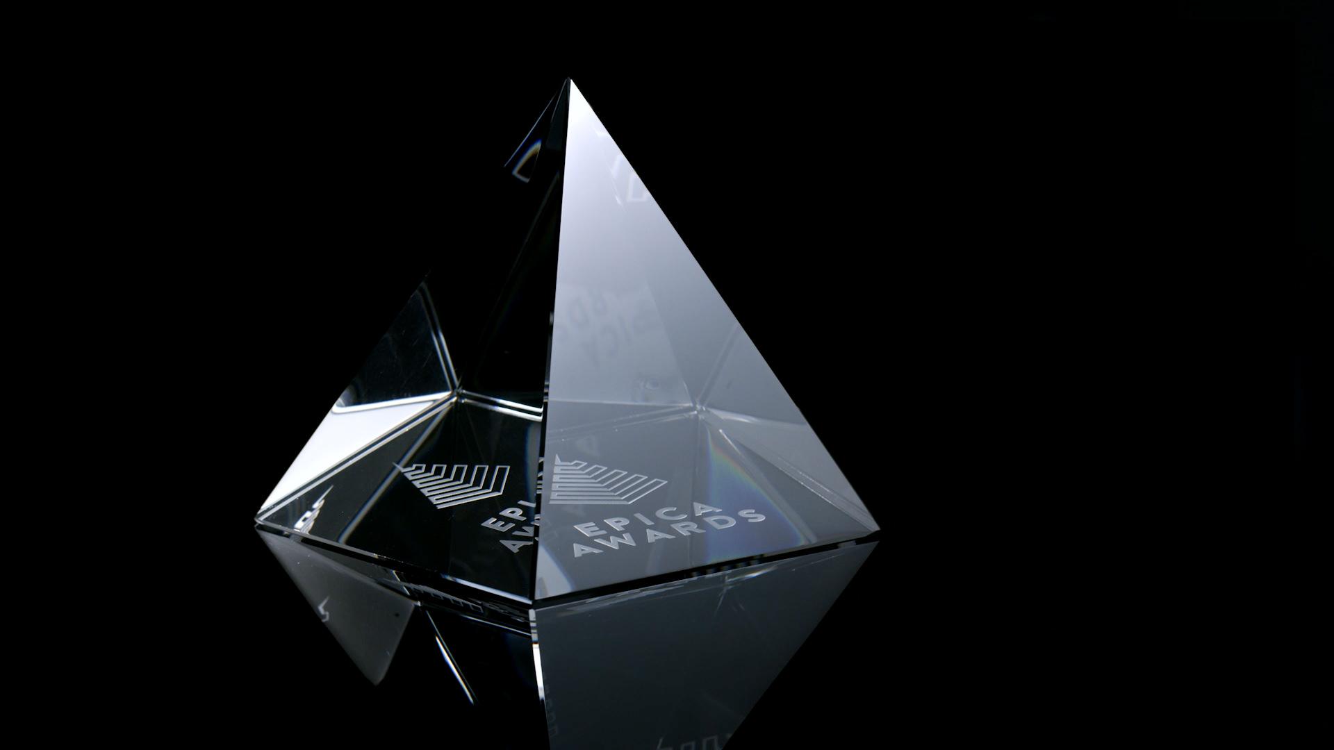 epica pyramid black