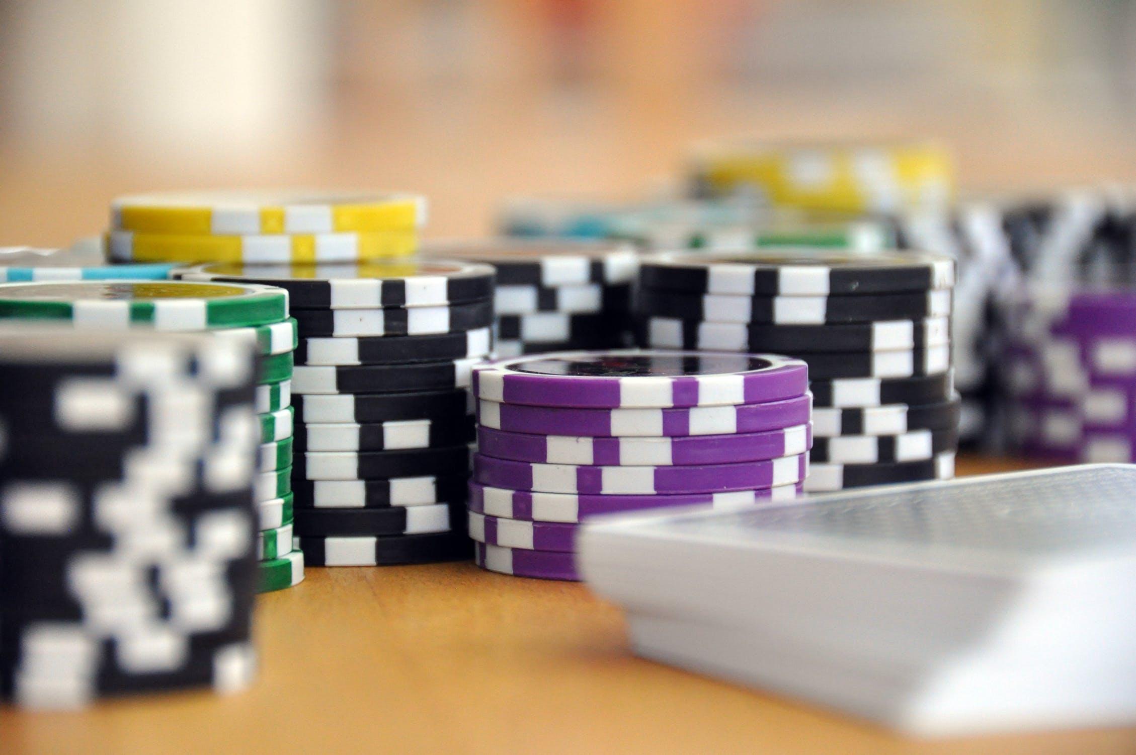 play-card-game-poker-poker-chips-39856 Image by Joachim Kirchner from Pixabay.com
