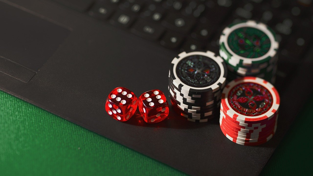online casino Image by Aidan Howe from Pixabay