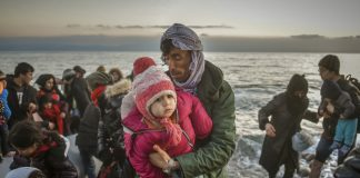 Refugees and Migrants aboard reach shore